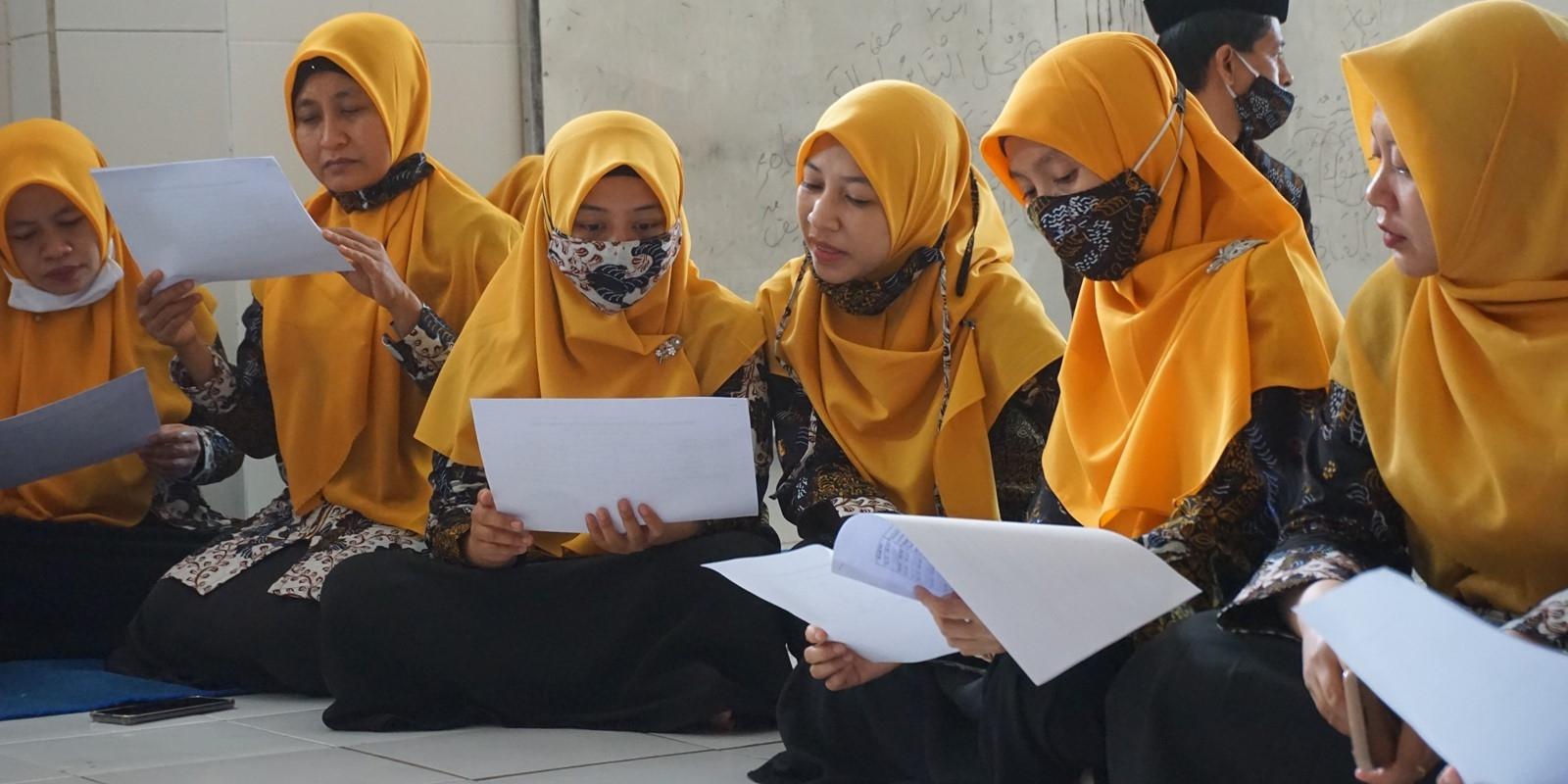 Guru dan Karyawan Matsasurba, Upgrading Kemampuan Bahasa Inggris dan Bahasa Arab